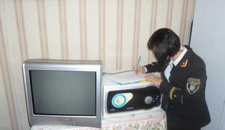 Українців завалили позовами за комуналку: штрафують і забирають телевізори